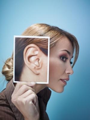 Народные приметы о прыщах на ушах