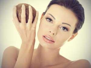 Можно ли мазать лицо кокосовым маслом?