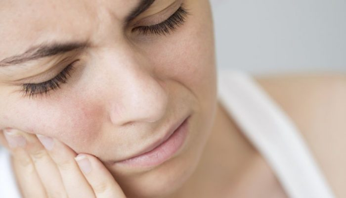 Причины, почему немеет лицо и методы лечения этой проблемы