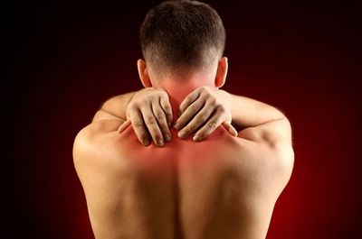Шейный остеохондроз: причины, симптомы и лечение