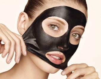 маска от угрей с желатином и активированным углем