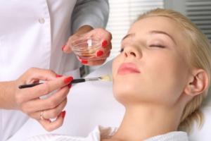 Виды чистки лица у косметолога: голливудская