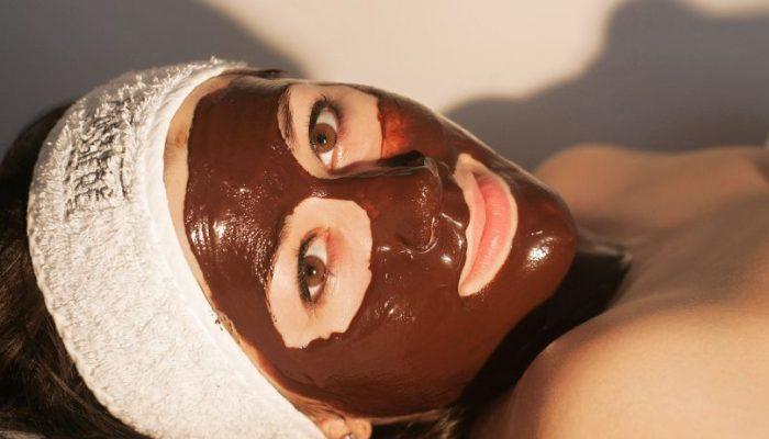 Чем полезна шоколадная маска для лица? Способы приготовления и эффекты