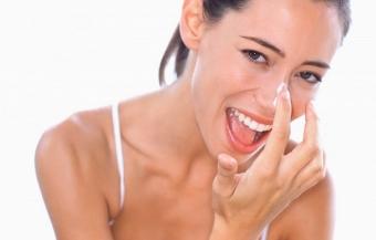 Выбираем эффективный крем от черных точек на лице