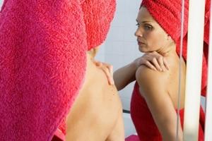 Основные причины появления прыщей на спине у мужчин, женщин и подростков