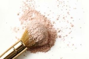 Как правильно наносить макияж при жирной коже