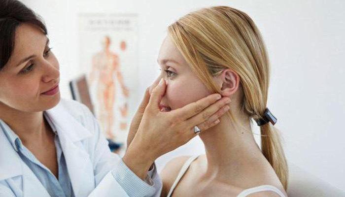 Прыщи около носа: причины