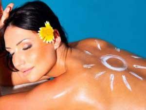 Как правильно наносить солнцезащитный крем?