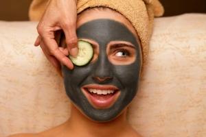 Черная маска из косметической глины