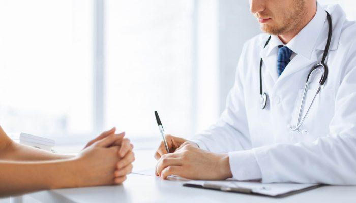 Диагностика и терапия бородавок: какой врач лечит? Помощь дерматолога, онколога и других специалистов