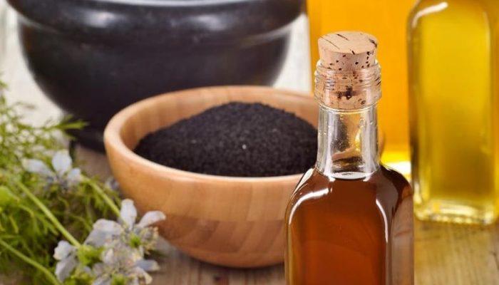 Как использовать масло черного тмина для лица от прыщей и морщин? Правильные рецепты