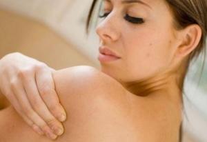 Причины возникновения черных точек на спине