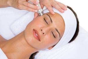 Виды чистки лица у косметолога: вакуумная
