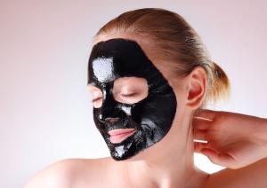 черные маски с глиной и активированным углем