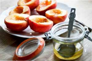 Кому показано масло персика?