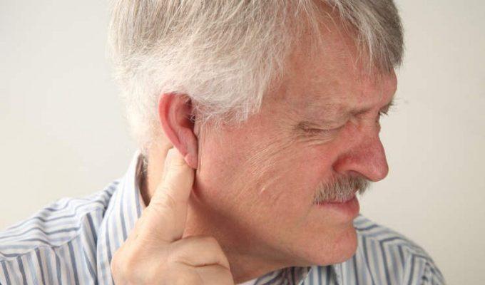 Почему возникает зуд, жжение и боль в ушах? Основные причины, тактика лечения, народные средства, а также выбор мази и капель