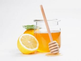 Маска от черных точек с медом и лимоном