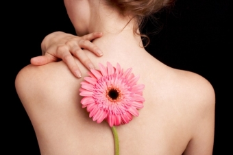 Как убрать черные точки на спине и плечах