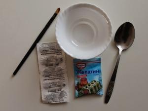 маска от угрей из желатина, молока и угля