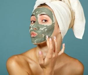 Маски из зеленой и голубой глины для лечения последствий акне