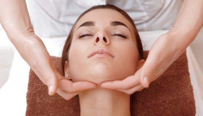 Виды массажа лица и массажеров в косметологии