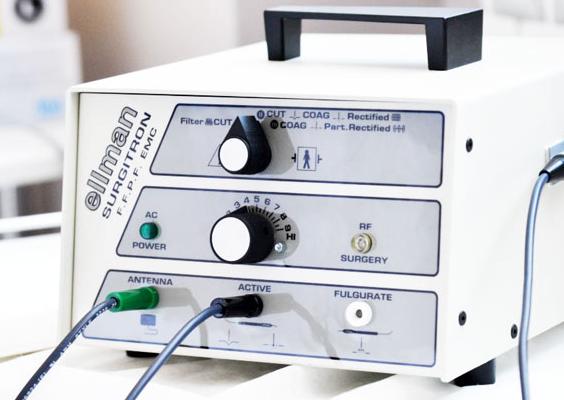 Как проводят удаление родинок радиоволновым методом и лазером? Аппарат Сургитрон