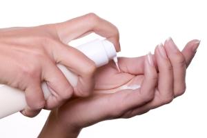 Типы питательных кремов для жирной кожи лица
